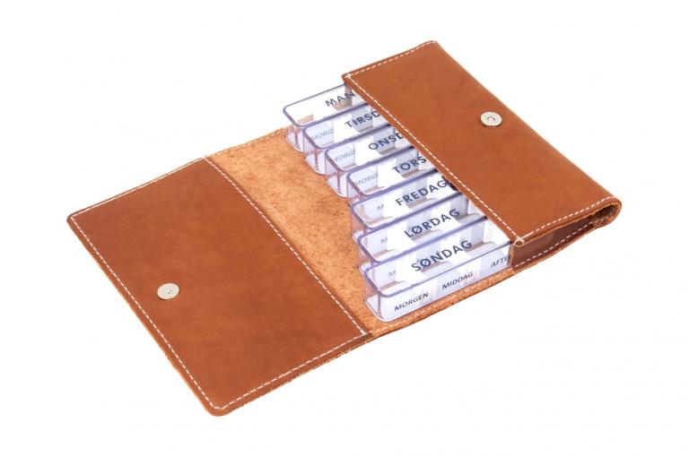 Medidos-DK-No1-Leather-Dark-Congnac-Crushed-Open-pill-dispenser-Kibodan-danish-design