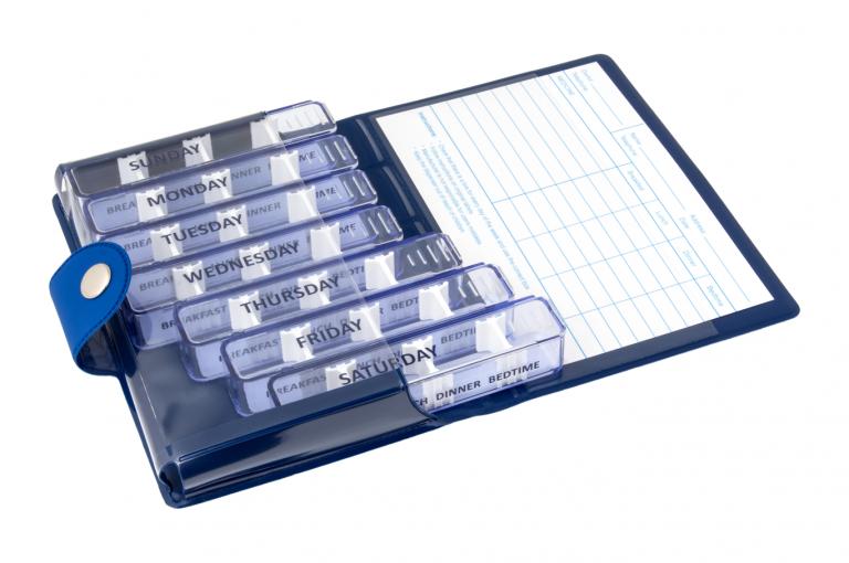 Medidose-GB-No1-Soft-Touch-Blue-DarkBlue-Open-pill-dispenser-Kibodan-danish-design-A-X1