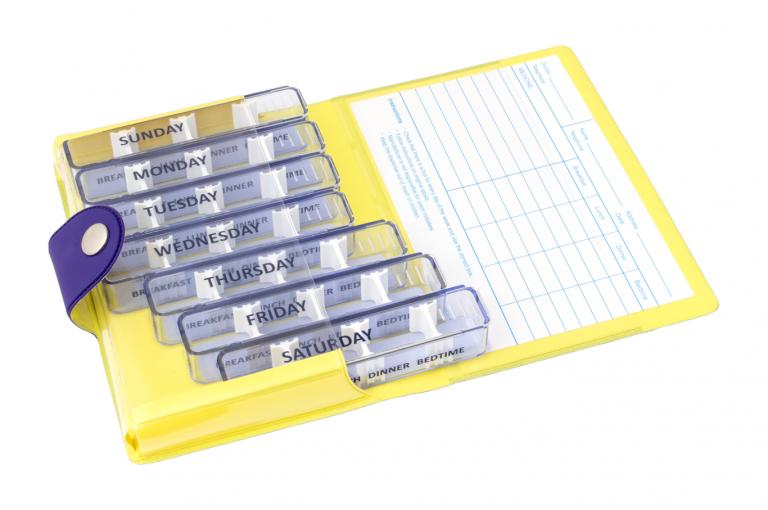 Medidose-GB-No1-Soft-Touch-Purple-Lemon-Open-pill-dispenser-Kibodan-danish-design-A-X1