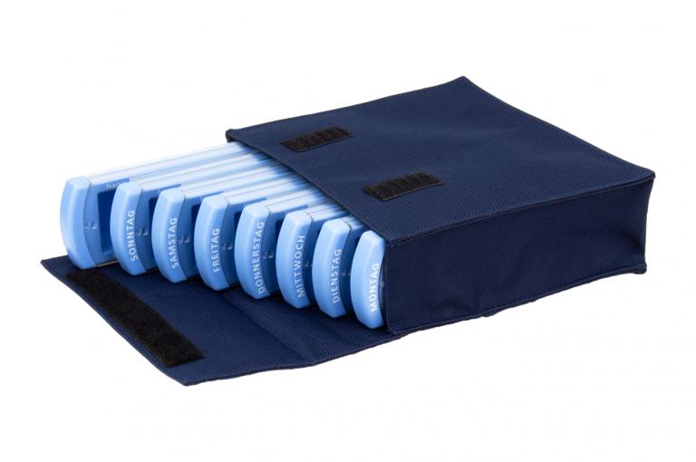 Medinizer-DE-No8-Bag-Dark-Blue-Open-pill-dispenser-Kibodan-danish-design-A-X1