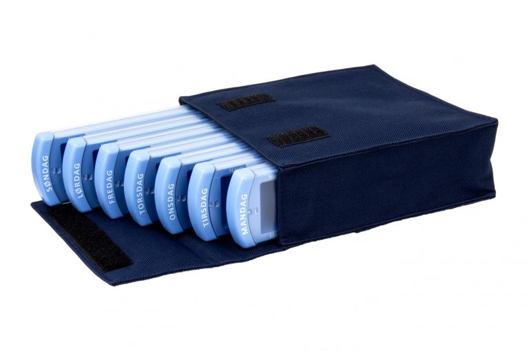 Medinizer-DK-No7-Bag-Dark-Blue-Open-pill-dispenser-Kibodan-danish-design
