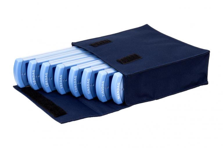 Medinizer-DK-No8-Bag-Dark-Blue-Open-pill-dispenser-Kibodan-danish-design-A-X1