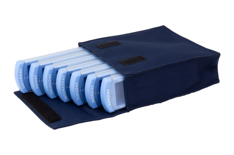 Medinizer-GB-No7-Bag-Dark-Blue-Open-pill-dispenser-Kibodan-danish-design