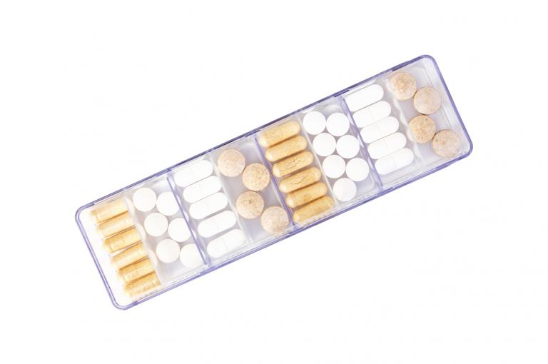 Megamax-XX-No4U-Single-Top-pill-dispenser-Kibodan-danish-design-B-X1