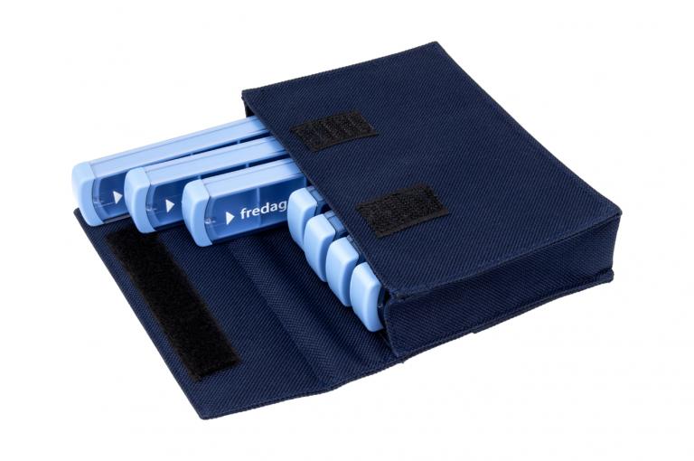 Mininizer-DK-No7-Bag-Dark-Blue-Open-pill-dispenser-Kibodan-danish-design