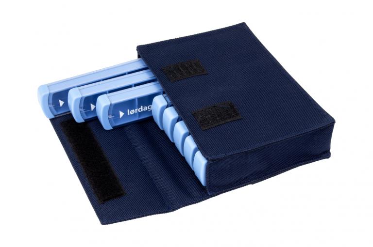 Mininizer-DK-No8-Bag-Dark-Blue-Open-pill-dispenser-Kibodan-danish-design