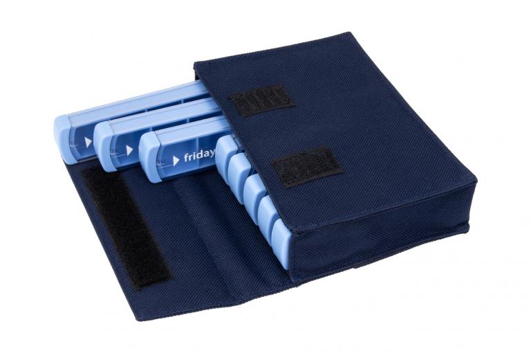 Mininizer-GB-No8-Bag-Dark-Blue-Open-pill-dispenser-Kibodan-danish-design